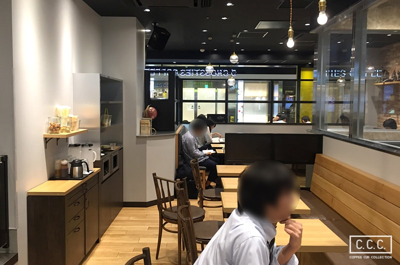 5 CROSSTIES COFFEEの店内