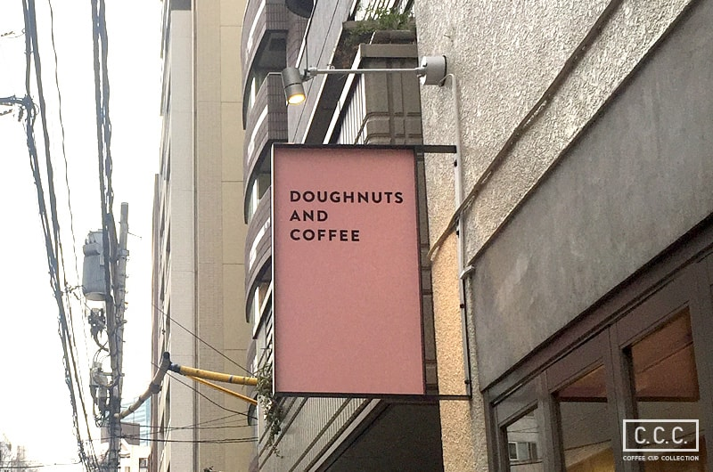 DUMBO Doughnuts and Coffeeの看板