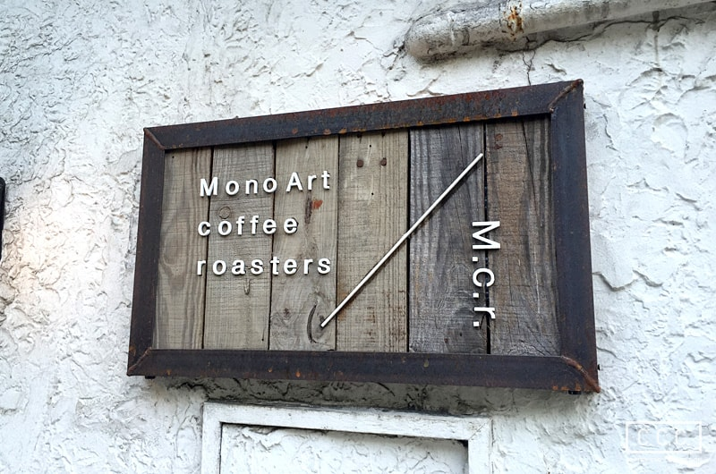 MonoArt coffee roastersの看板